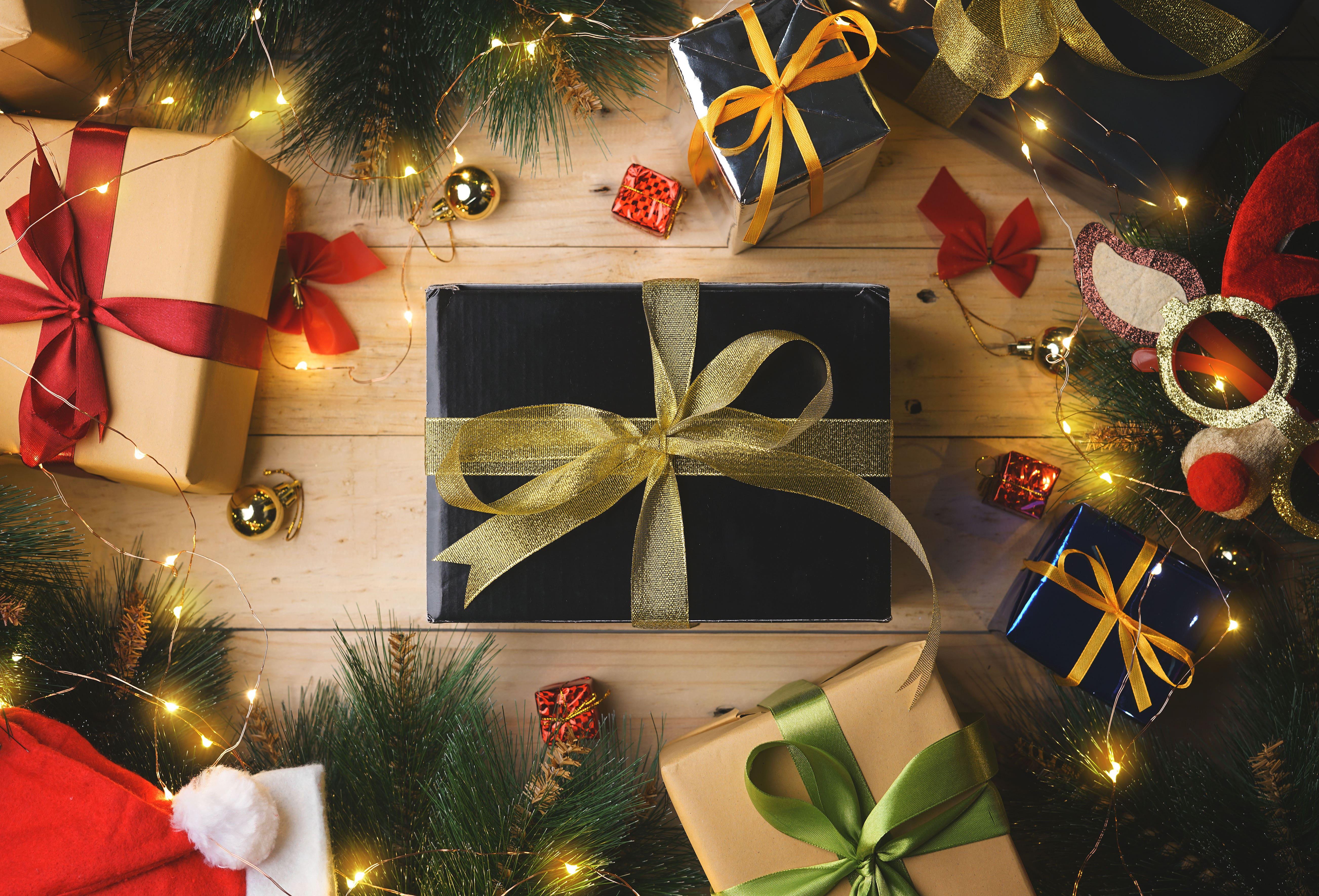 HDoboi.Kiev.ua - Новогодние подарки в красивых упаковках, обои экрана новый год