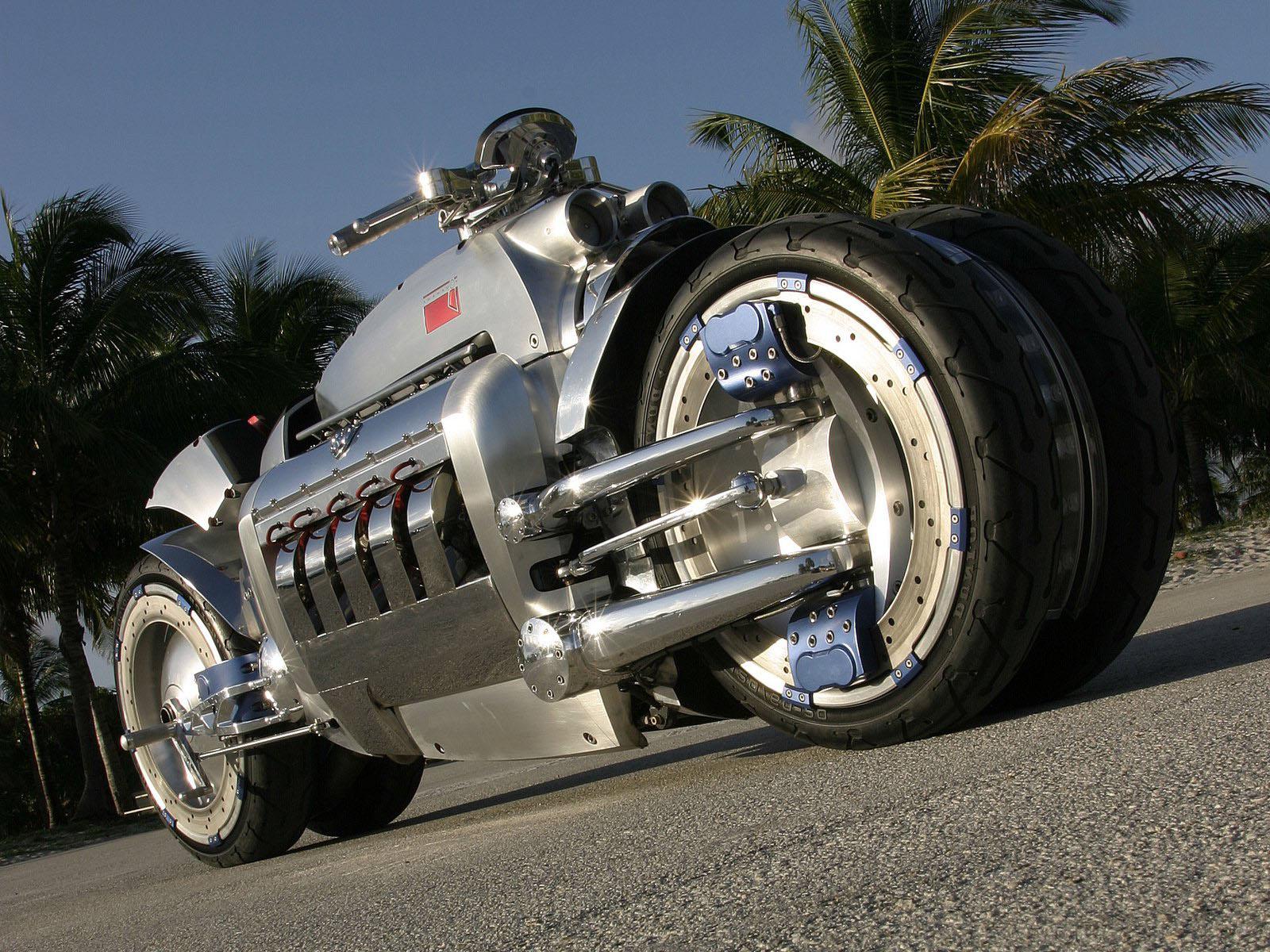 HDoboi.Kiev.ua - Мотоцикл Dodge Tomahawk Concept, вид снизу