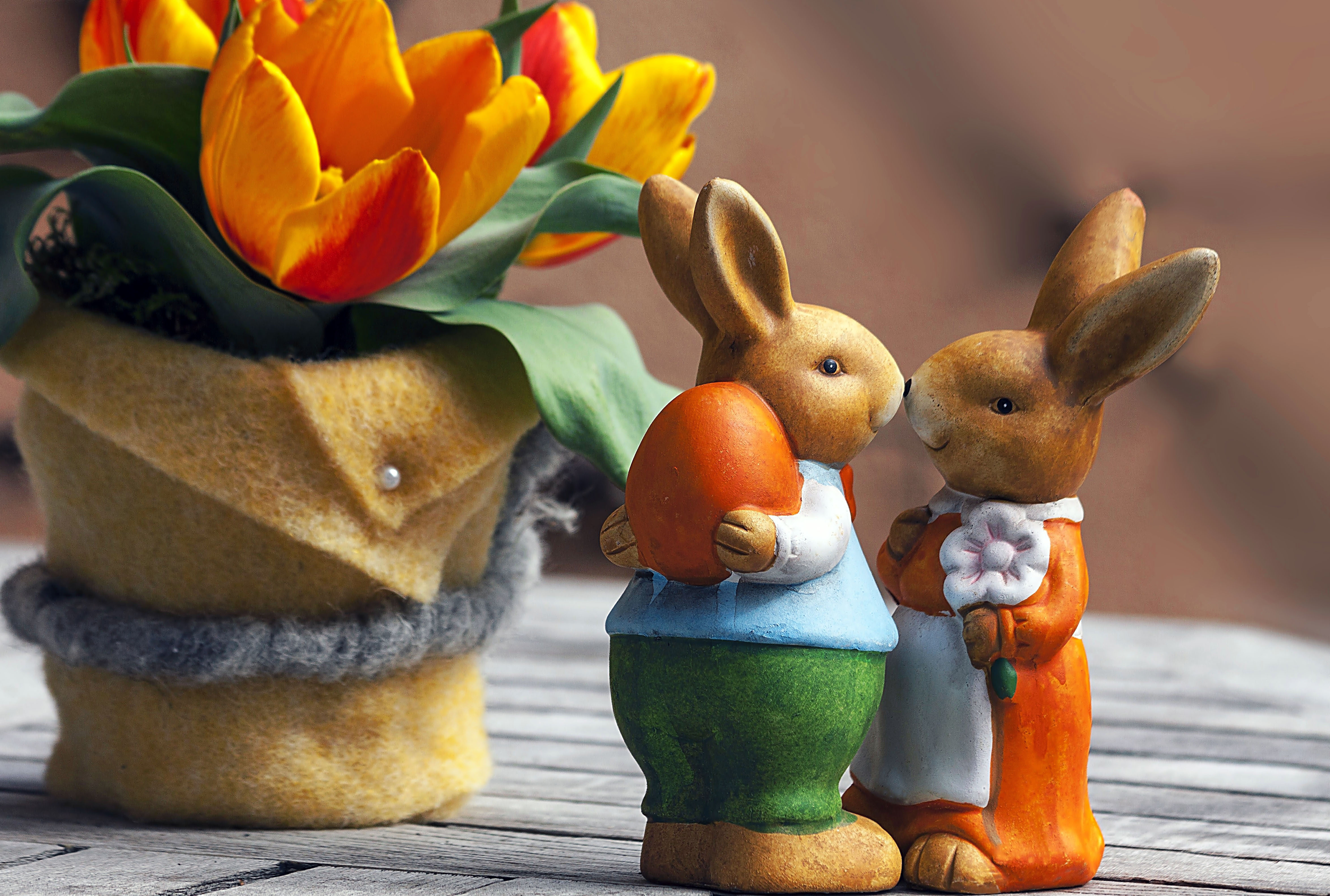 Фигурки пасхальных кроликов, 4700 на 3168 пикселей