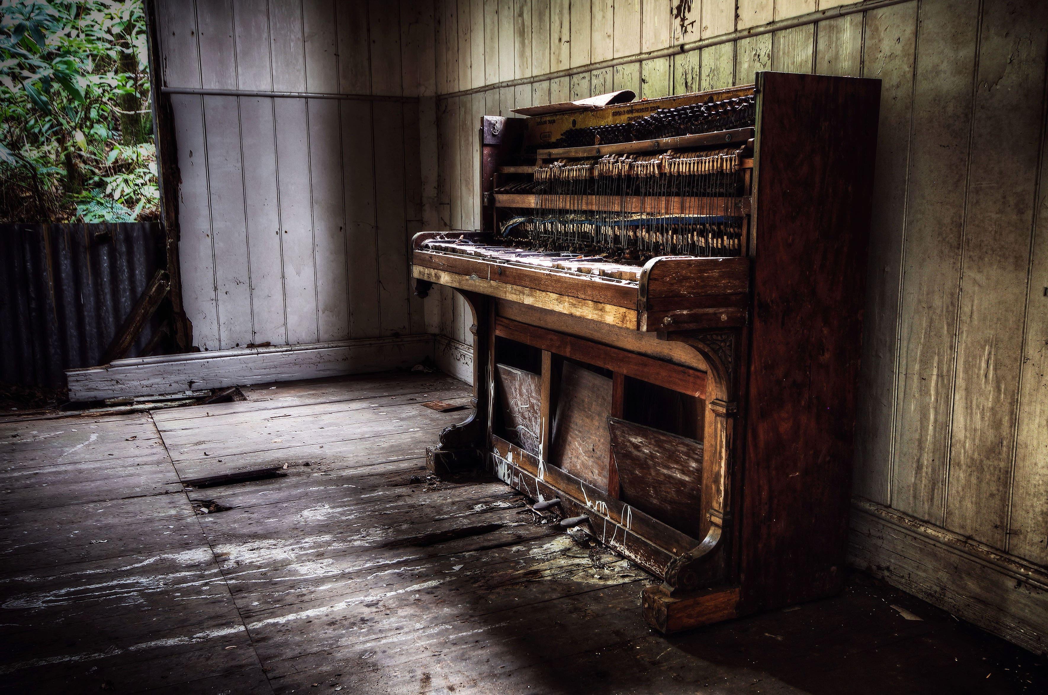 HDoboi.Kiev.ua - Старое пианино в заброшенном доме, музыка, антиквариат