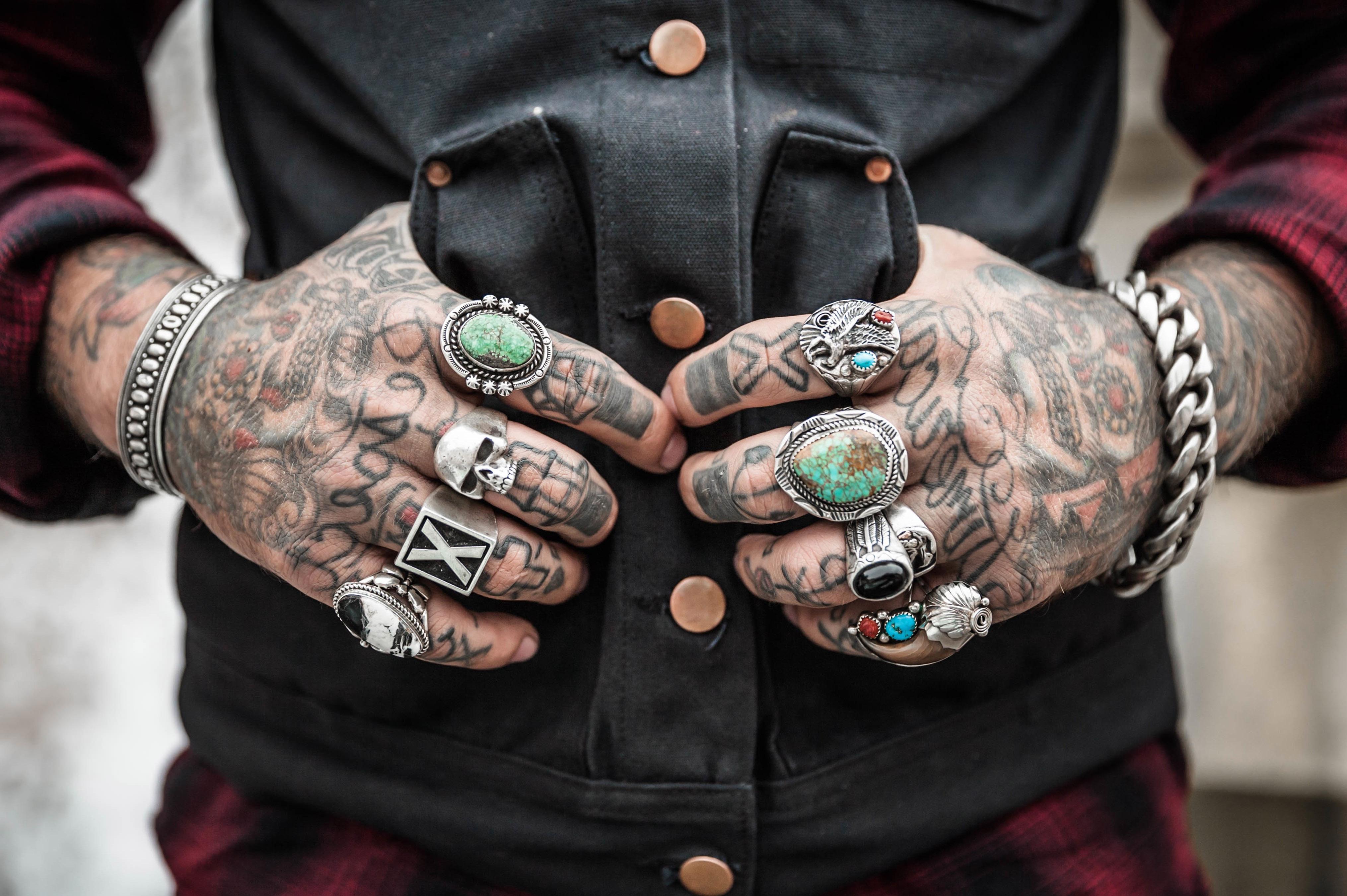 HDoboi.Kiev.ua - Мужские татуировки тату на руке надпись