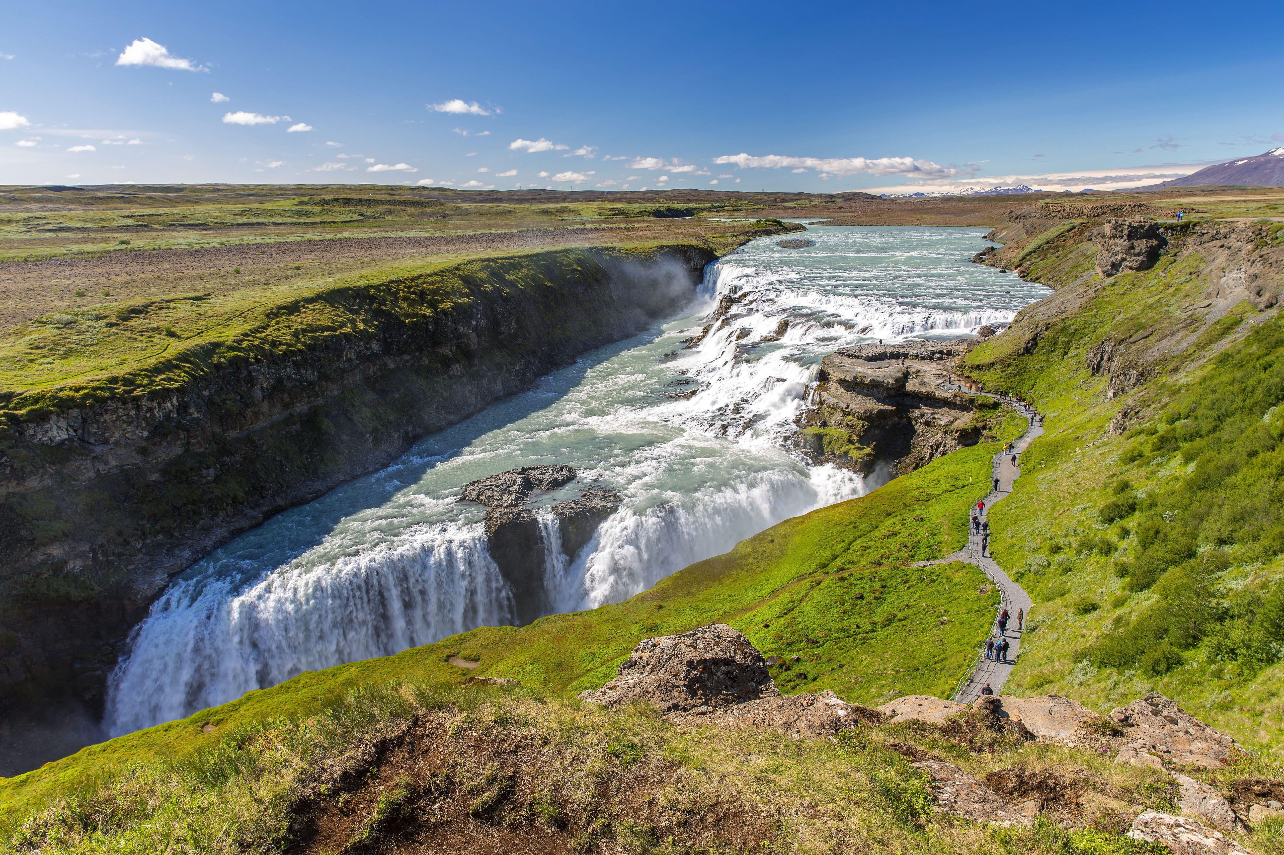 Заставка на экран водопад Гюдльфосс в Исландии, 5k ultra hd, 5120 на 3410 пикселей
