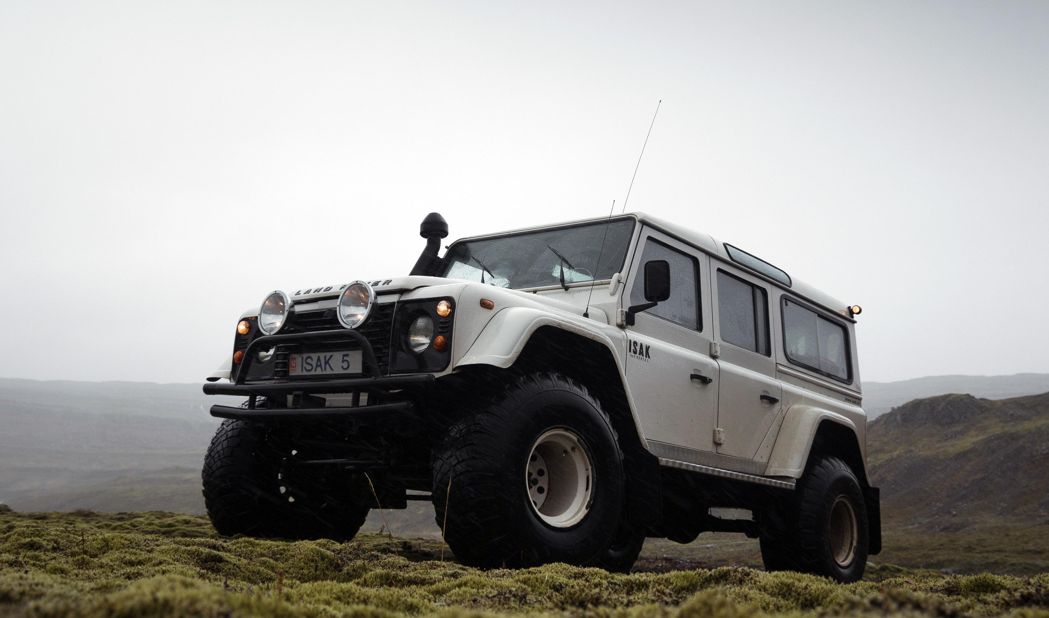 Джип на побережье Исландии, обои авто айфон 6, 3601 на 2122 пикселей