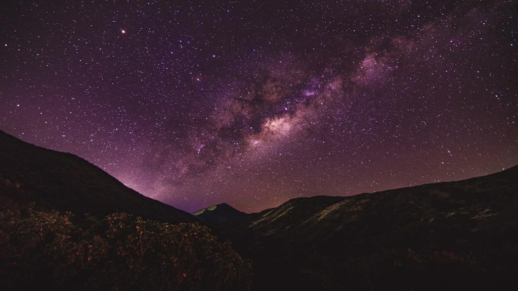 Космос, галактика, горы, Звездное небо в горах, млечный путь обои для айфона, 2560 на 1440 пикселей