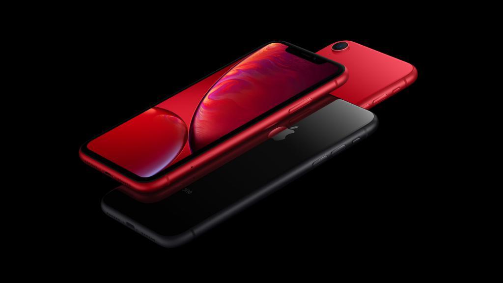 Apple iPhone XR красного и черного цвета, 5120 на 2880 пикселей