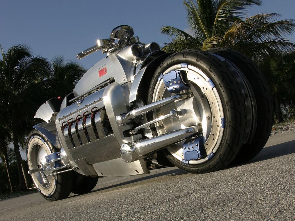 Мотоцикл Dodge Tomahawk Concept, вид снизу, 1600 на 1200 пикселей