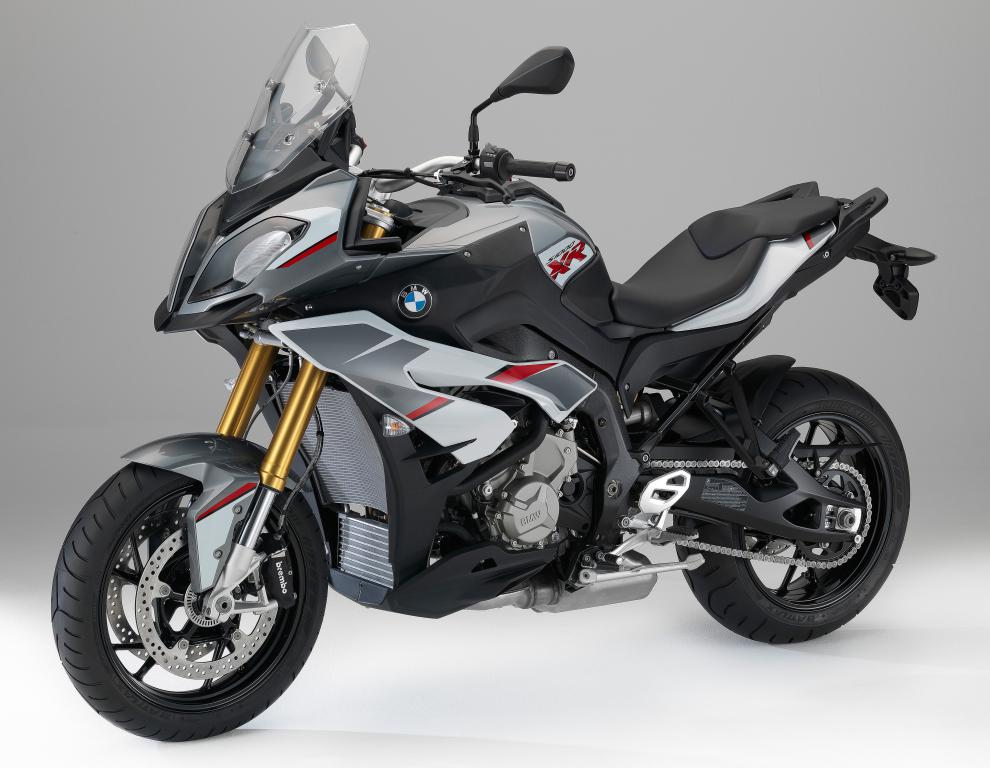 Мотоцикл BMW S1000 XR на сером фоне, 4000 на 3100 пикселей