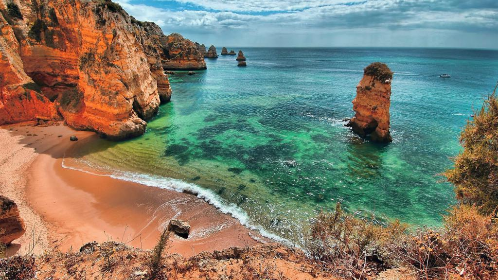 обои море на айфон 8, Морское побережье, Португалия, пляж, песок, скалы, 2560 на 1440 пикселей