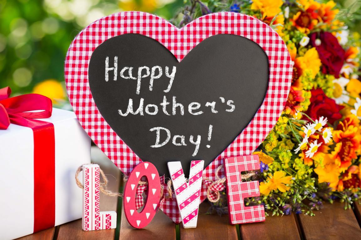 сердце с надписью LOVE на День Матери, 5200 на 3460 пикселей