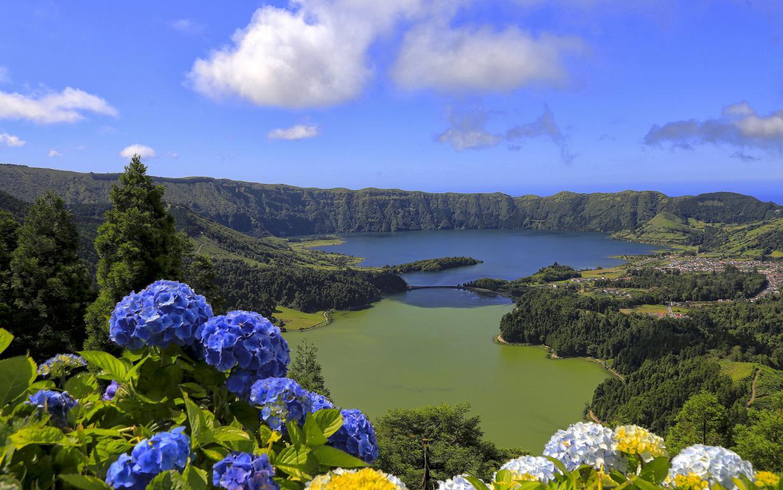 Остров Сан-Мигель, Азорские острова, Португалия, озеро, горы, цветы, природа, 1920 на 1200 пикселей