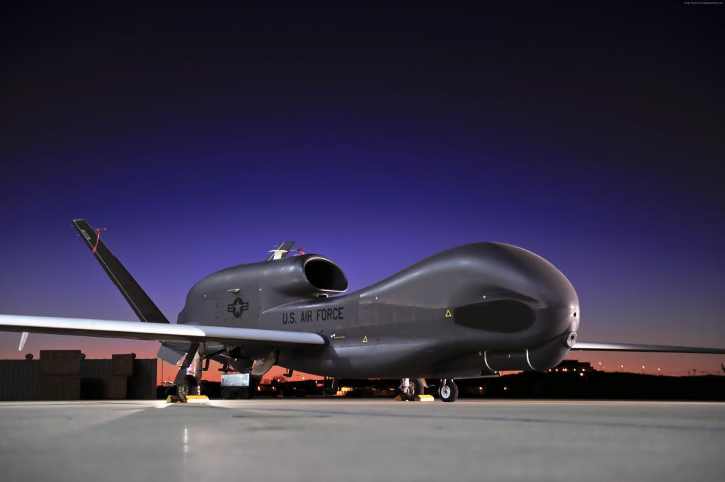 Беспилотный самолет RQ-4 Global Hawk, обои на айфон авиация, 4256 на 2832 пикселей