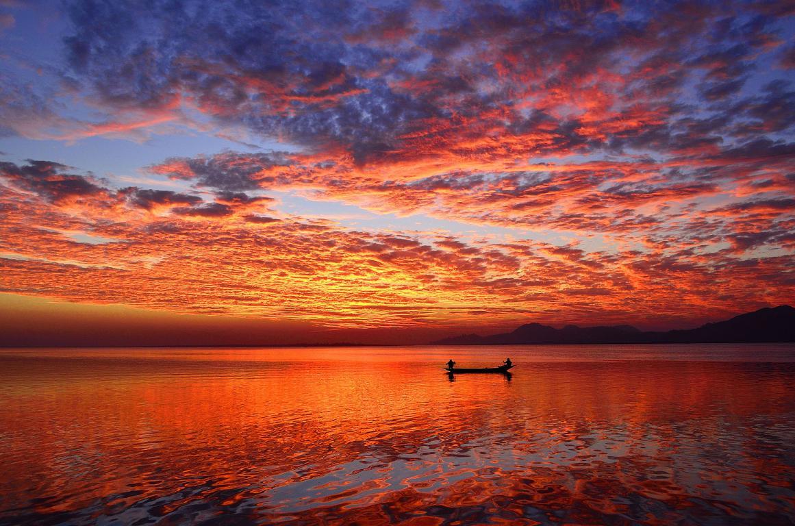 Лодка в озере на закате, природа, 3600 на 2380 пикселей