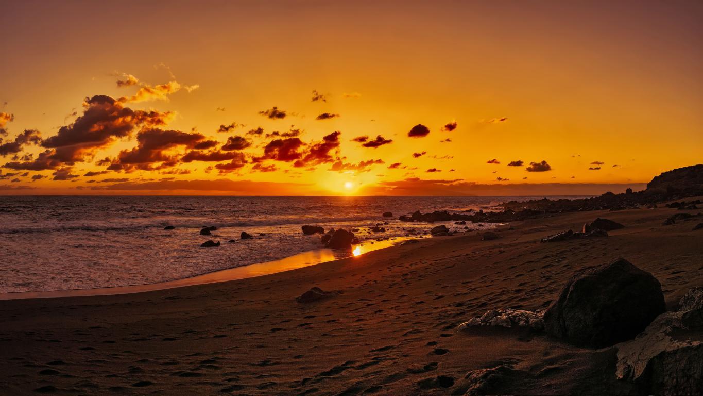 Оранжевый закат солнца в небе над океаном, 5120 на 2880 пикселей