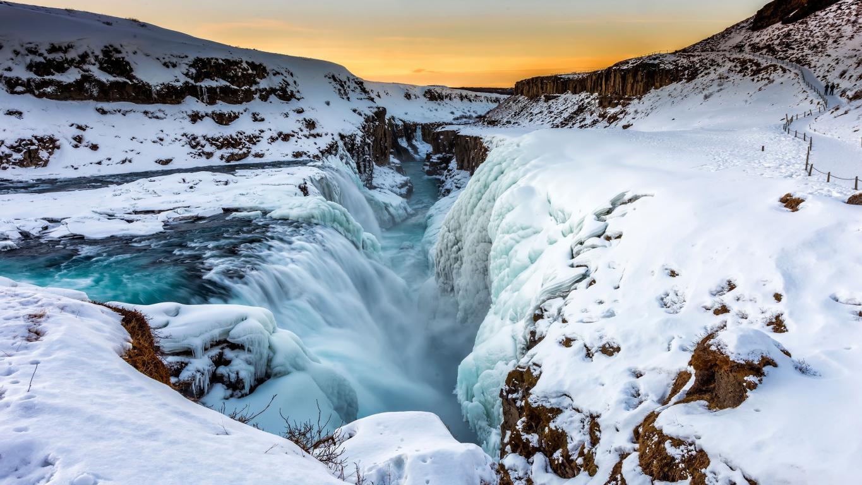 Обои на айфон водопад замерзший у берегов Исландии, 3840 на 2160 пикселей