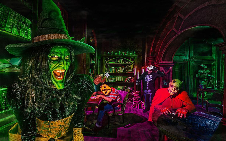 Ведьма с монстрами на Хэллоуин, 1920 на 1200 пикселей