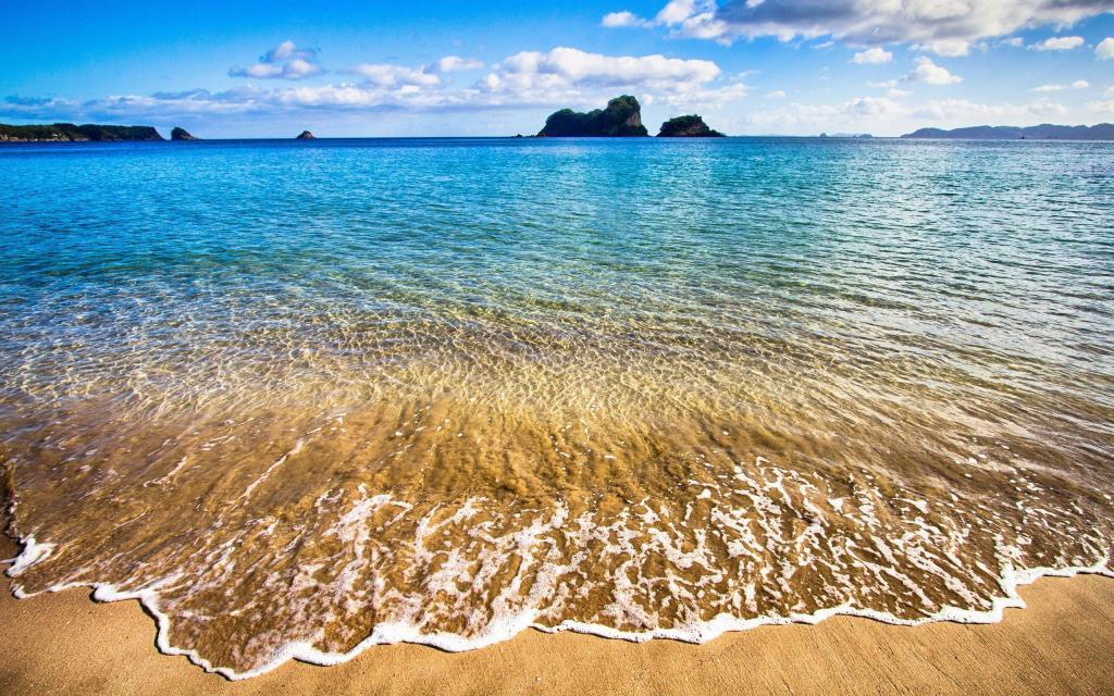 Пляж на море, обои лето пляж, песок, волны, 2560 на 1600 пикселей