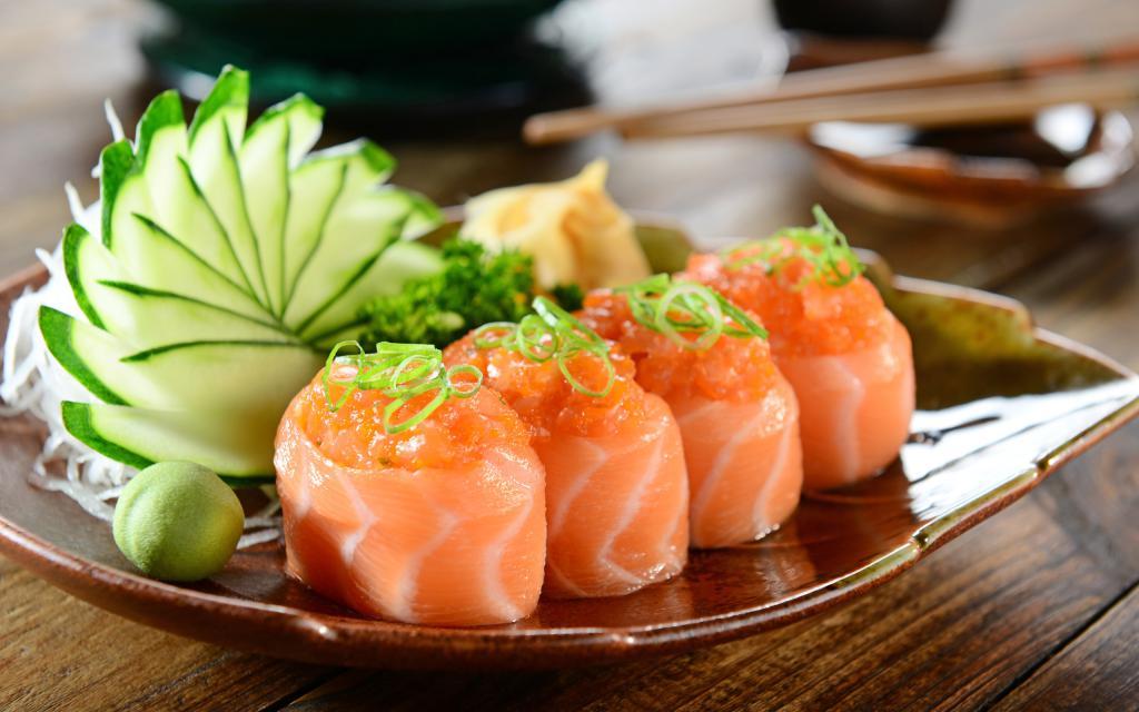 Суши из красной рыбы, красивые обои full hd, 2560 на 1600 пикселей