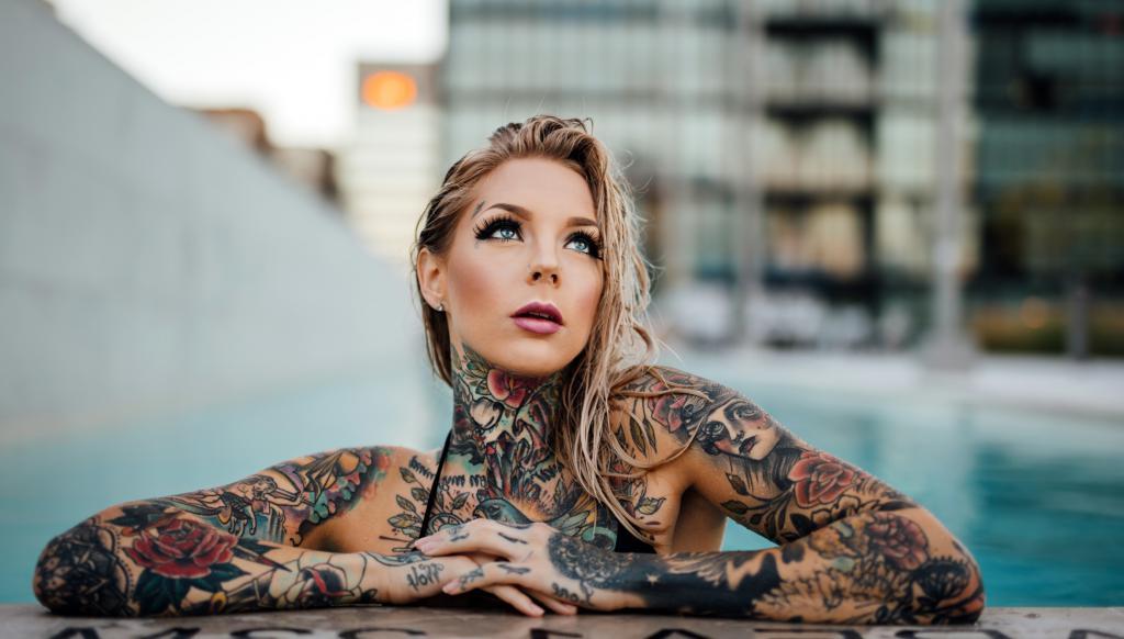 Девушка с татуировками, 3794 на 2160 пикселей