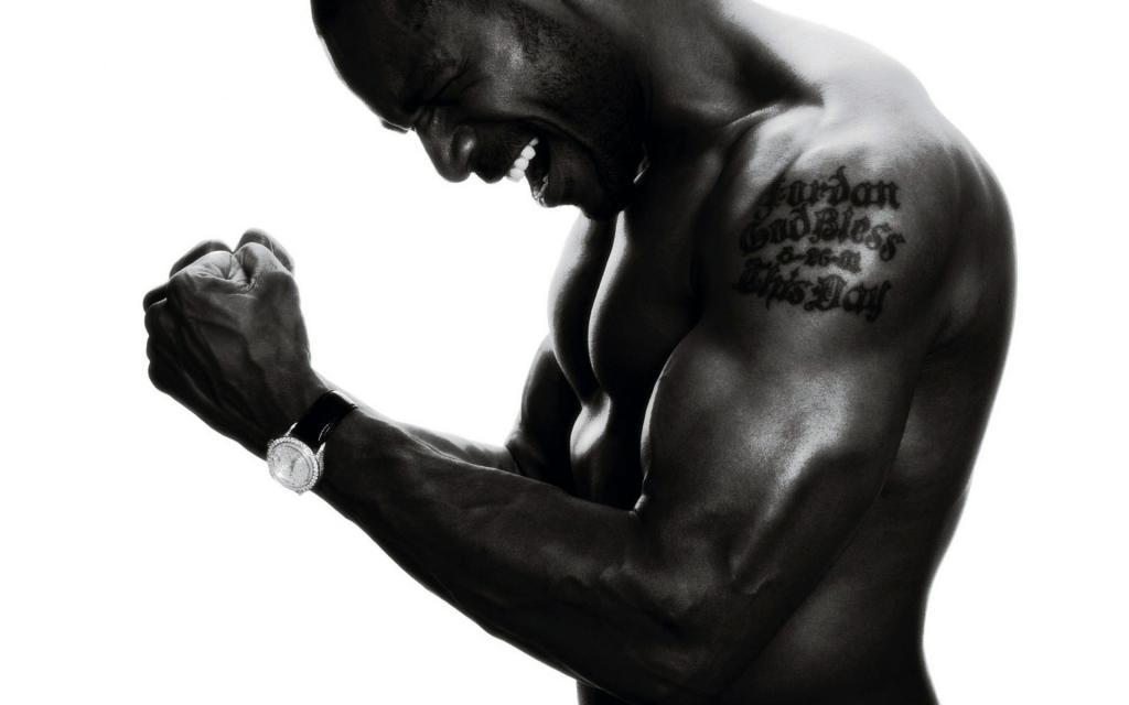 скачать обои татуировки, тату на плече, мужчина, черно-белые, 1920 на 1200 пикселей