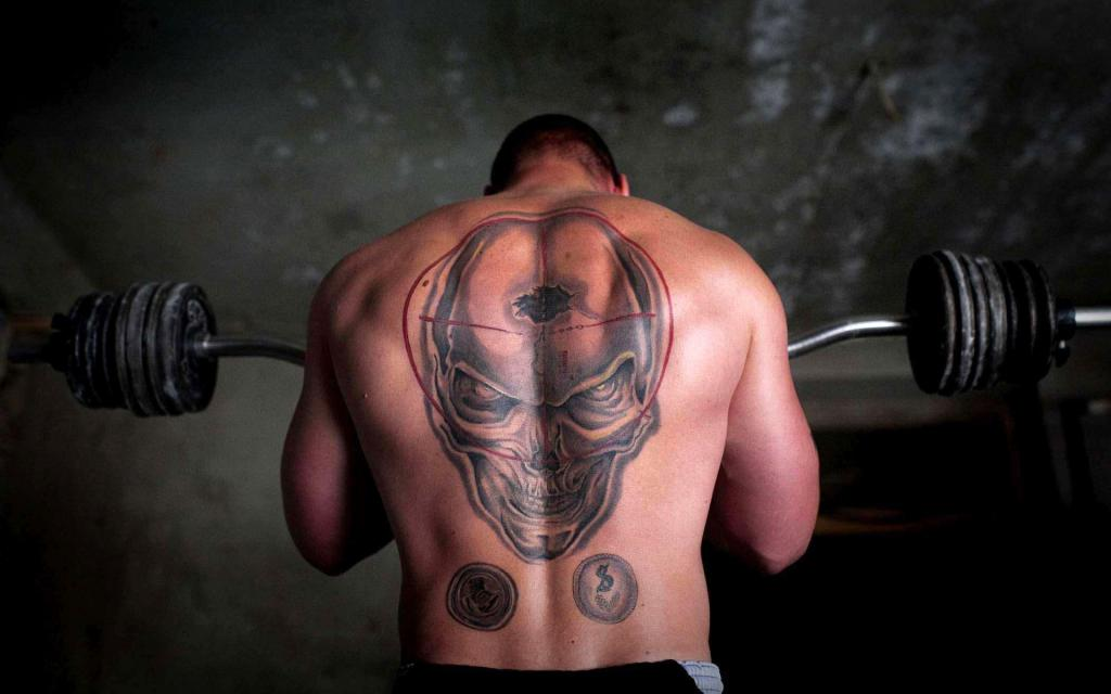 Татуировка черепа на спине у мужчины, обои на iphone 6 тату, 1920 на 1200 пикселей