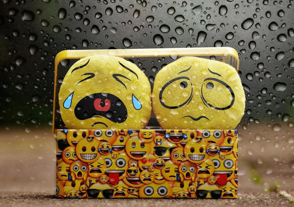 Два грустных желтых смайлика в шкатулке, hdoboi, 2720 на 1920 пикселей