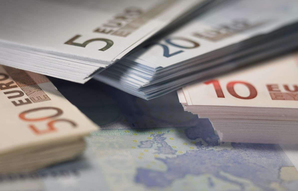 Пачки купюр евро, обои деньги 4к, 3643 на 2343 пикселей