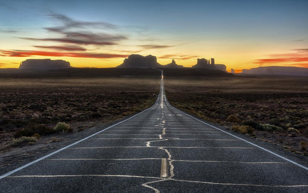 Дорога на фоне заката и гор, заставки ultra hd природа, 1920 на 1200 пикселей