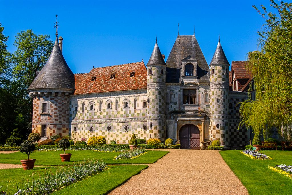 Франция, замок в Лизье Chateau de St Germain de Livet, 2600 на 1740 пикселей
