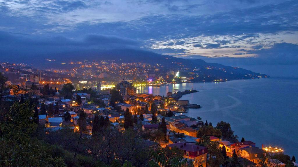 Ночной город - Ялта (Крым), 1920 на 1080 пикселей